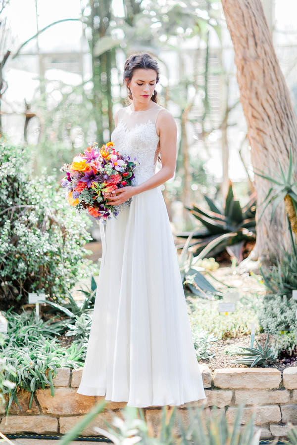 Bridal flowwer bouquet and lace wedding dress
