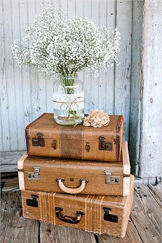 vintage wedding details suitcases