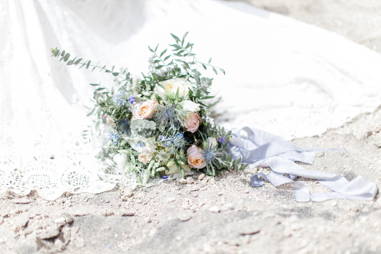 bridal bouquet, wedding flowers, wedding floristry
