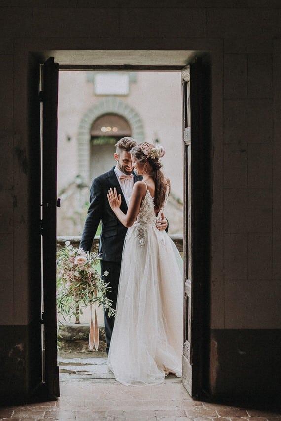 Villa Catreglio Bride Flower Bouquet Wedding Dress Bride And Groom