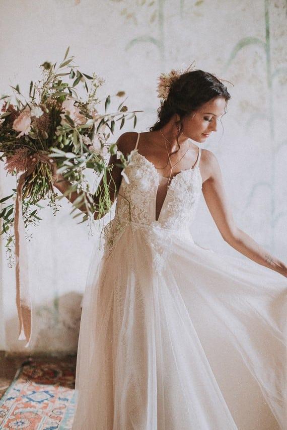 Villa Catreglio Bride Flower Bouquet Wedding Dress Side