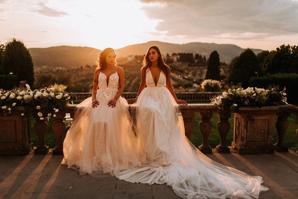 2 brides at Villa Medicea toscana heiraten sunset roses