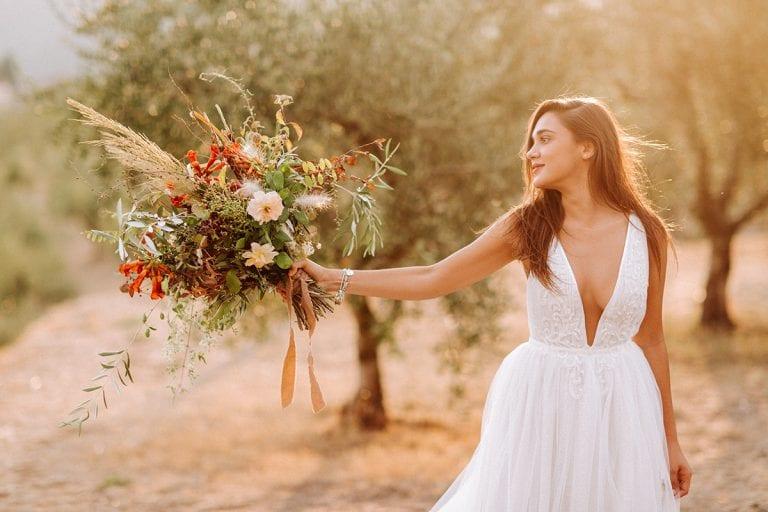 Toskana bride wedding dress boquet hochzeitskleid