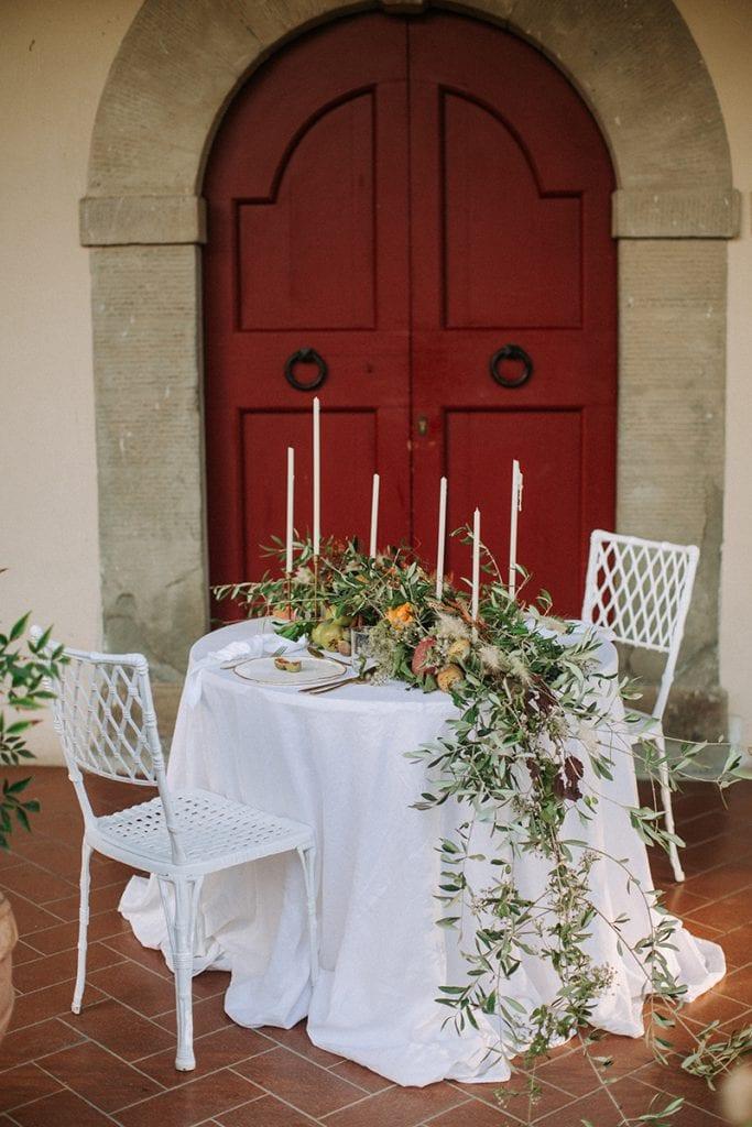 2 brides toskana wedding table styling hochzeit tisch blumen dekoration