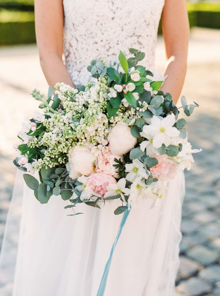 bridal bouquet with a dusty blue velvet ribbon dusty blue color palette for a velvet themed wedding wedding castle in germany getting married in germany