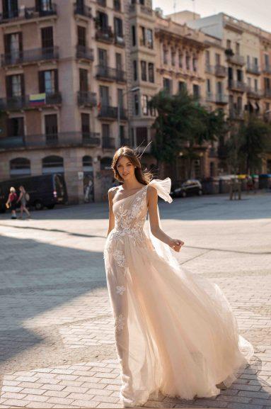 wedding dress, bridal dress, berta bridal, wedding trends, wedding trend 2019, bridal dress with a bow