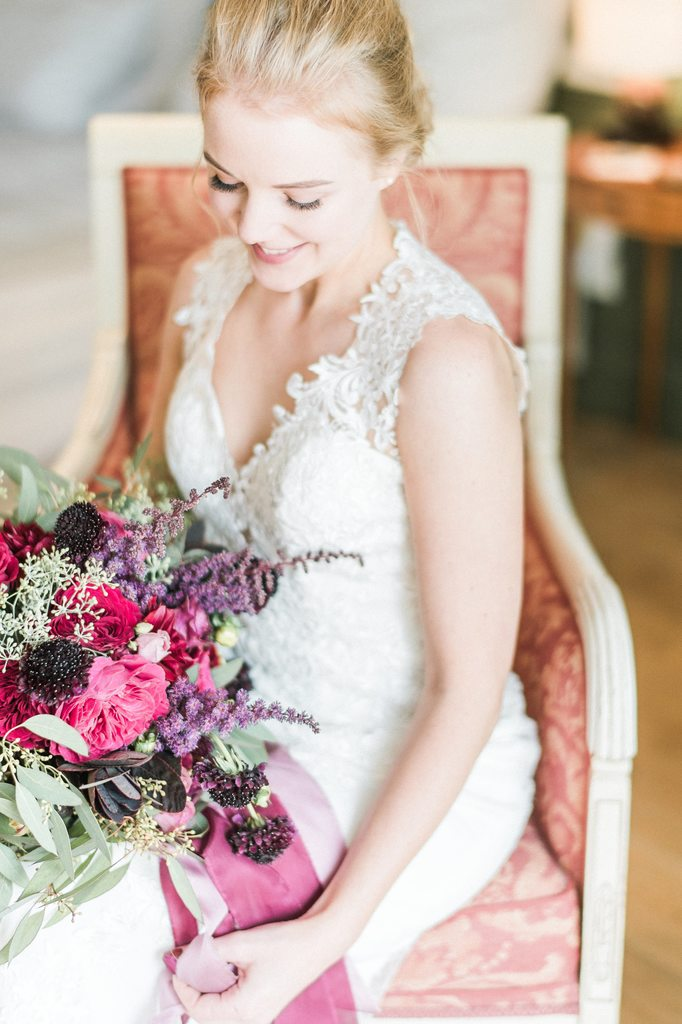 bride getting ready, wedding day, bridal bouquet