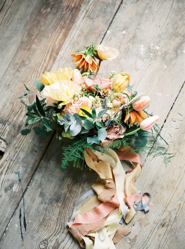 spiced coluóur bridal bouquet