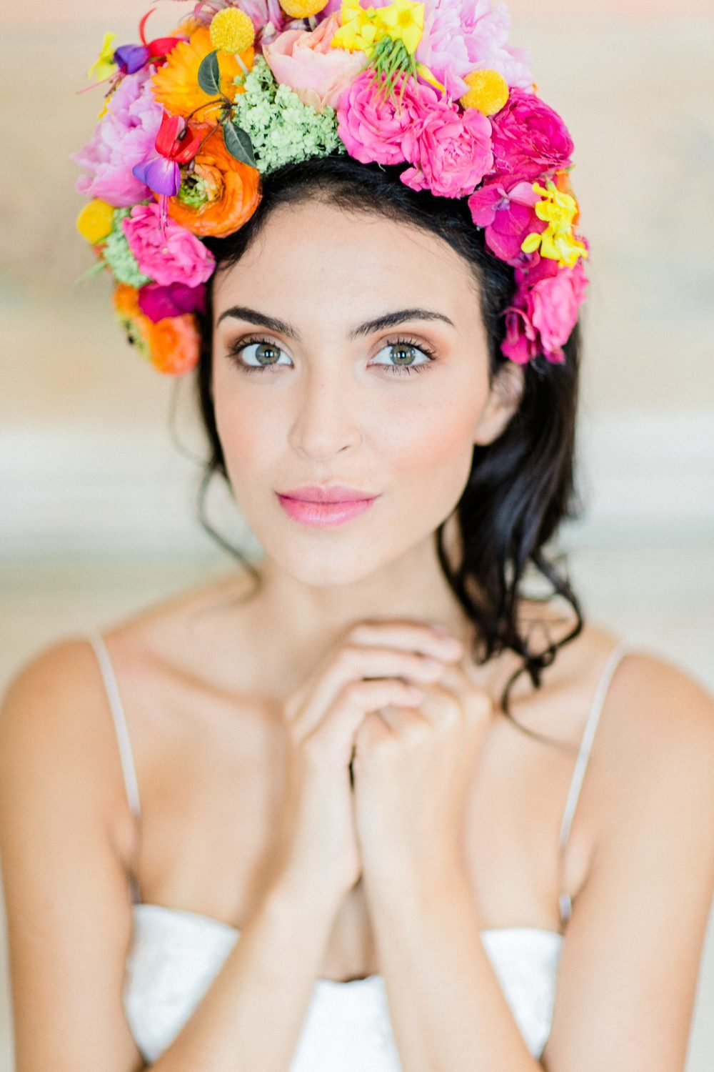 bridal colourful headpiece and natural makeup