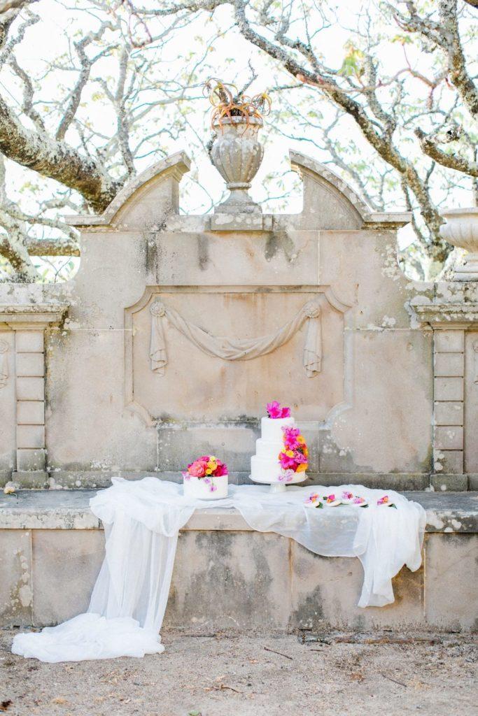 wedding cake, hochzeitstorte, hochzeitstorte mit blumen, wedding cake with flowers in palacio de setais in white