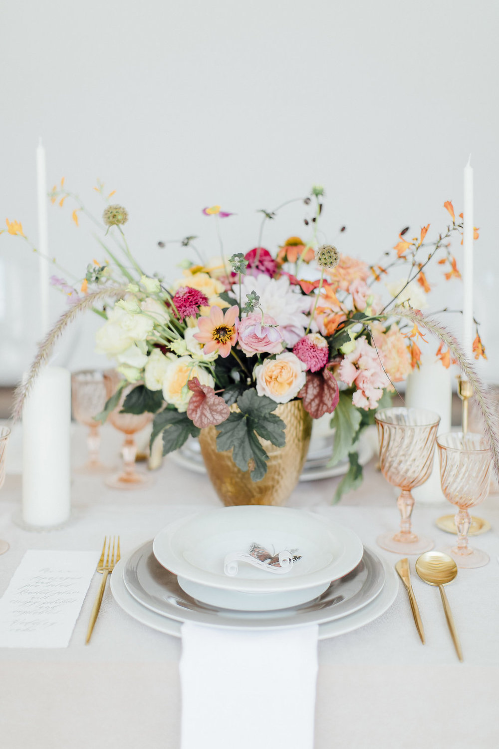 wedding centerpiece, wedding table, wedding details, dinnerware, tableware