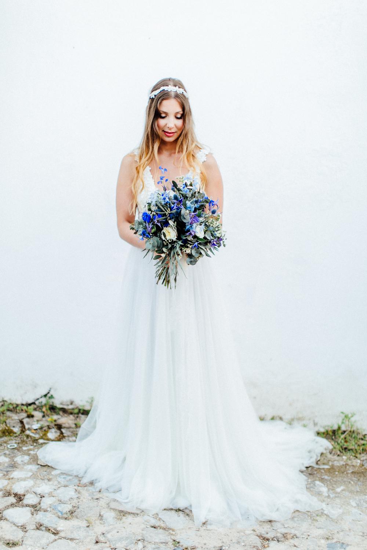 bride, bridal bouquet, wedding flowers, lush bouquet in purple