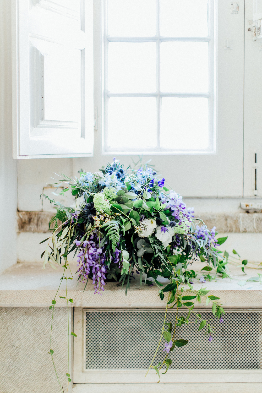 wedding floristry, wedding flowers, bridal bouquet in blue and lilac