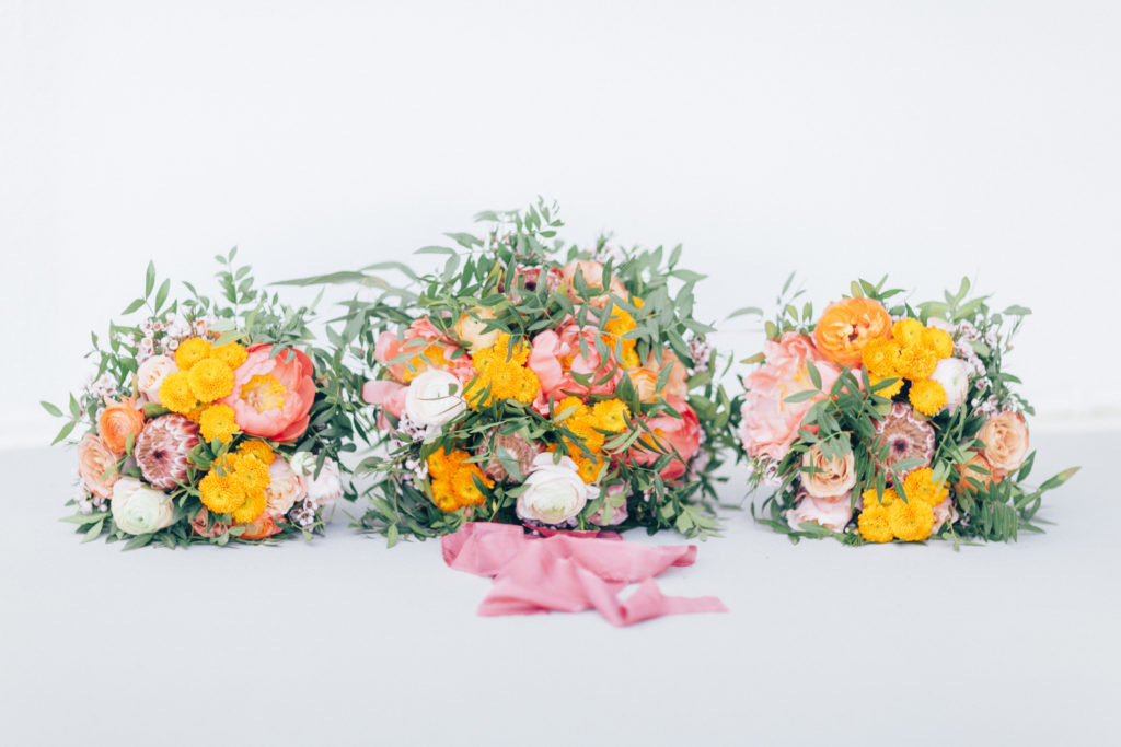 wedding flowers in pink and orange, wedding floristry, bridal bouquet, summer wedding