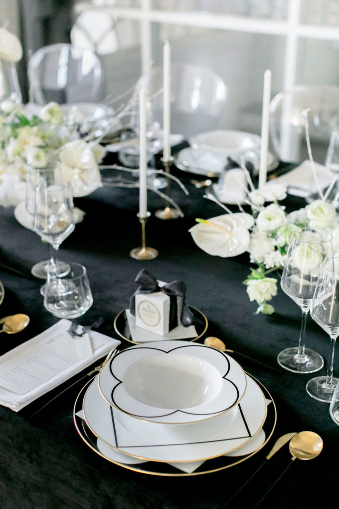 black and white wedding, black and white wedding inspo, black wedding table, black velvet table cloth
