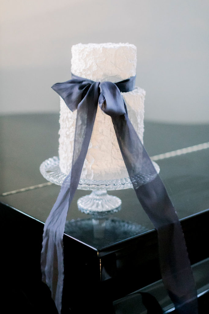 black-white-wedding-cake