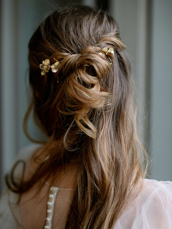 bridal hairstyle, wedding hair, half up hairstyle, golden wedding details